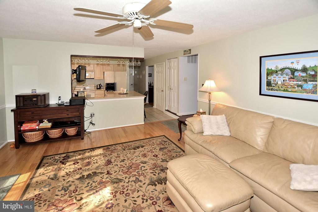 Large Family Room open to the kitchen - 15700 CRANBERRY CT, DUMFRIES