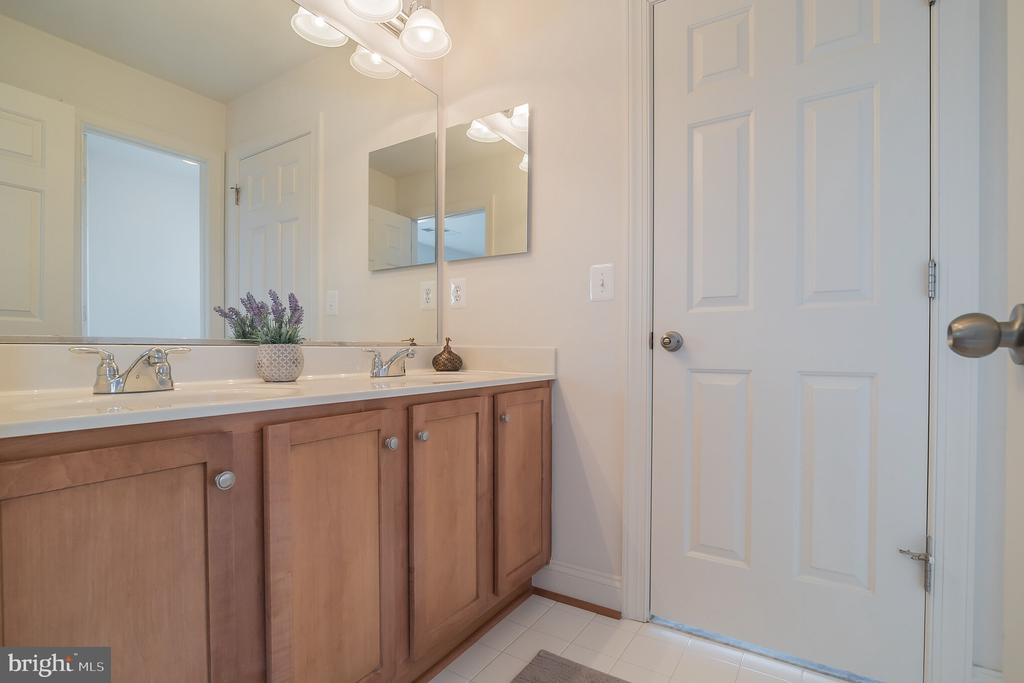 Jack & Jill Bath - 10901 DEER MEADOW CT, NOKESVILLE