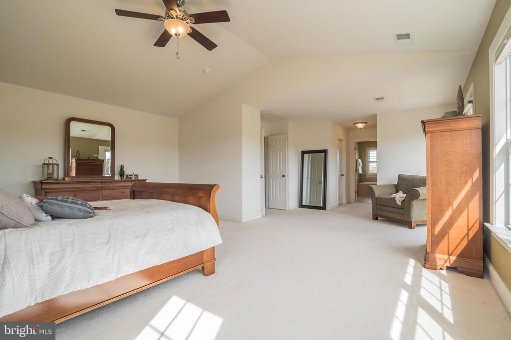 Expansive Master Bedroom - 10901 DEER MEADOW CT, NOKESVILLE
