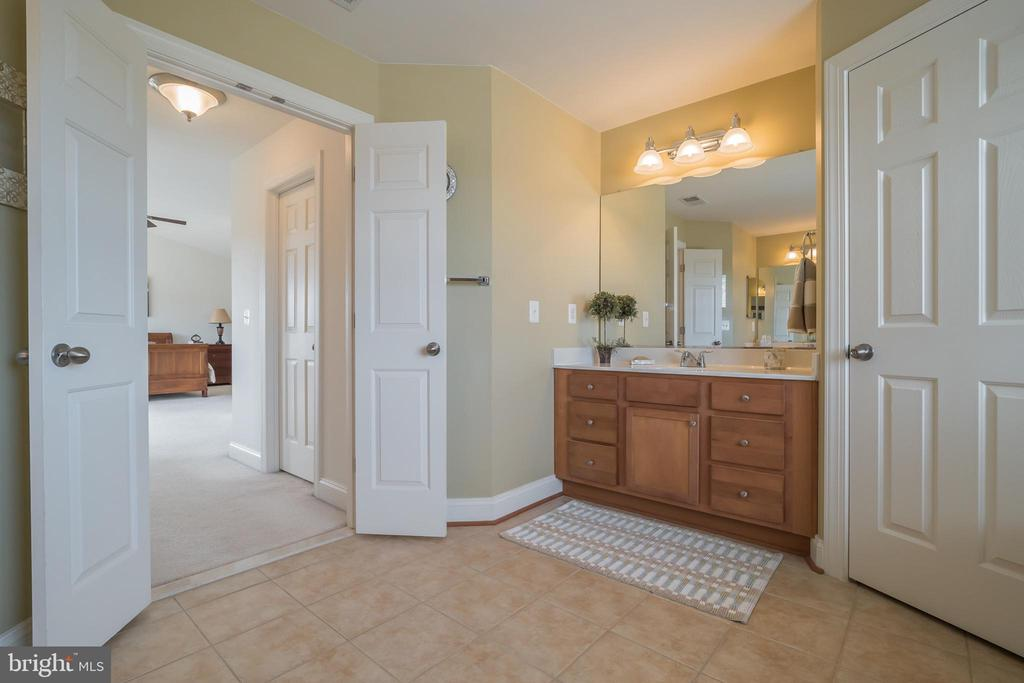Master Bath - Separate Vanities - 10901 DEER MEADOW CT, NOKESVILLE