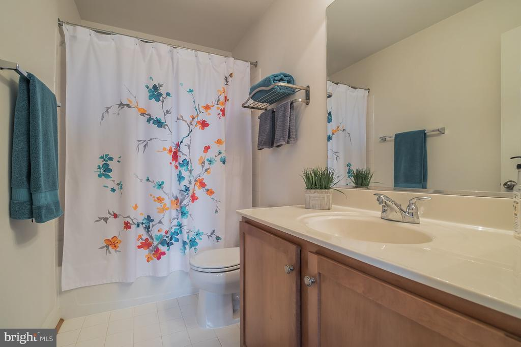Private Full Bath Adjoins Bedroom 4 - 10901 DEER MEADOW CT, NOKESVILLE