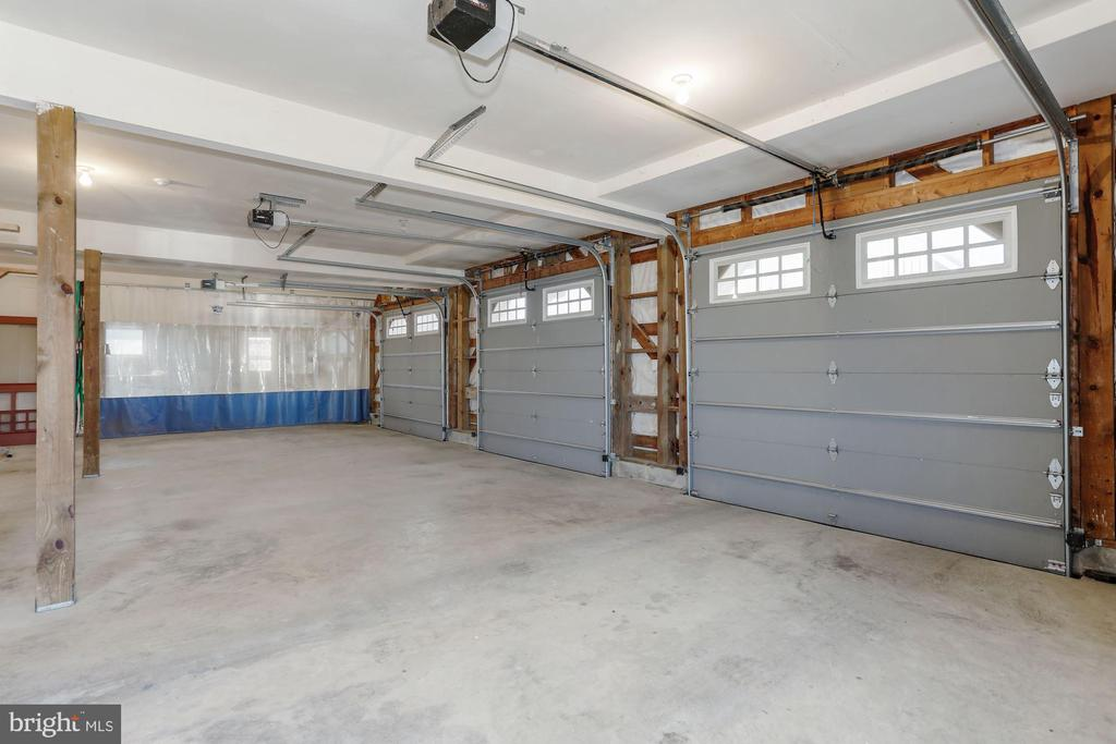 Large 3-car garage - 36913 PAXSON RD, PURCELLVILLE