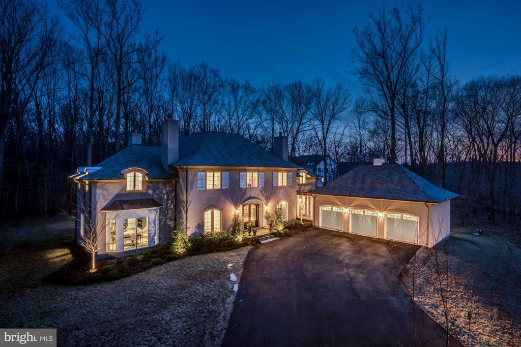 - 9165 OLD DOMINION DR, MCLEAN
