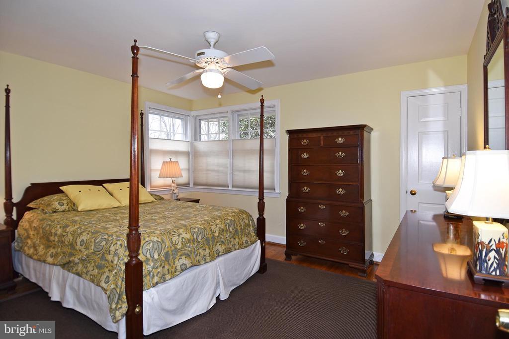 2nd Bedroom with Hardwood Flooring - 2259 N WAKEFIELD ST, ARLINGTON