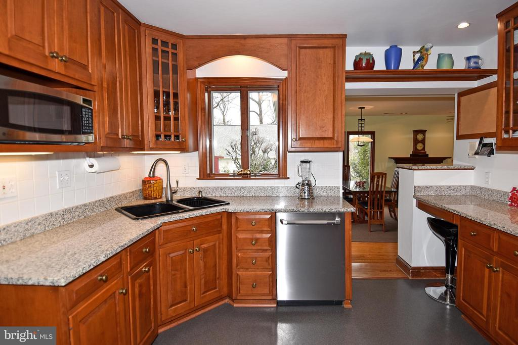 Kitchen with Granite Counters - 2259 N WAKEFIELD ST, ARLINGTON