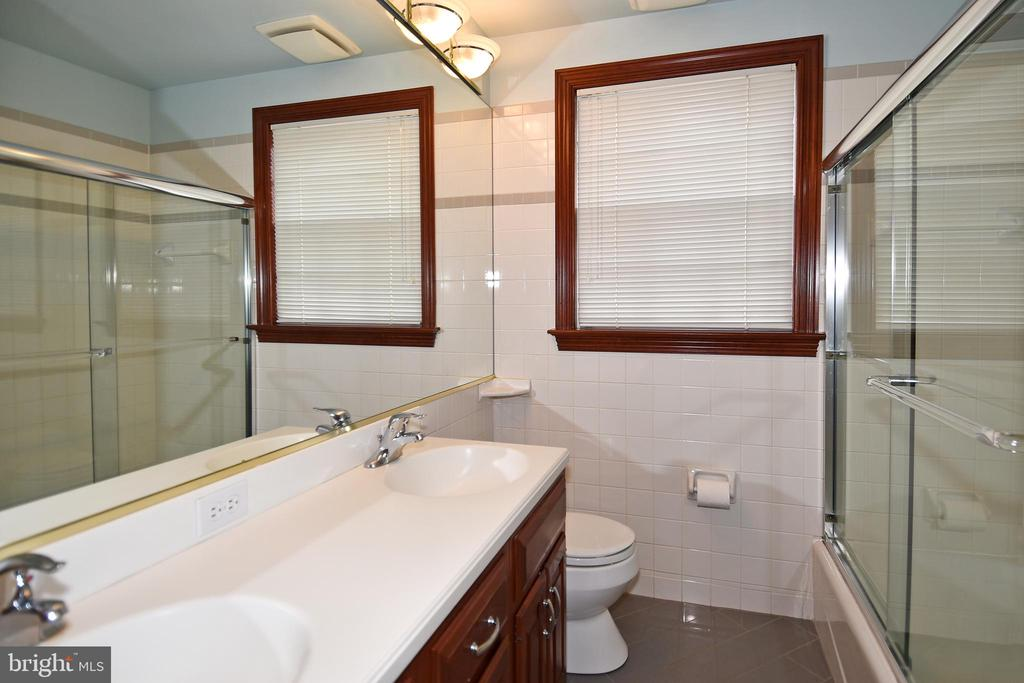 Main Level Bath with Radiant Heated Tile Flooring - 2259 N WAKEFIELD ST, ARLINGTON