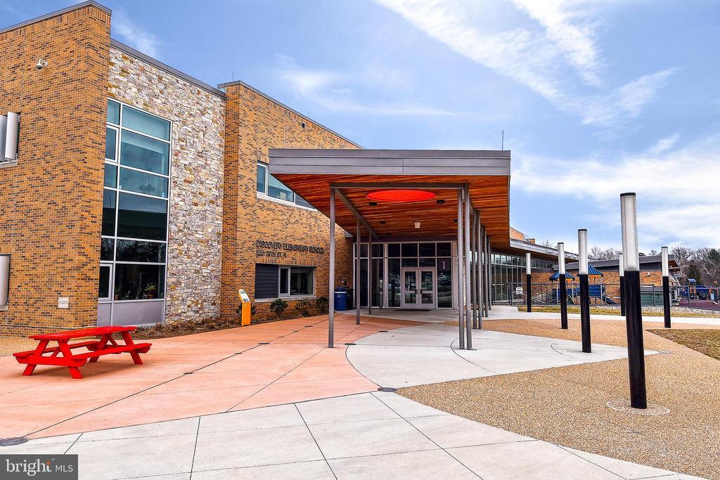 Discovery Elementary School - 2259 N WAKEFIELD ST, ARLINGTON