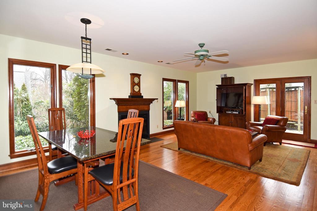 Family Room - 2259 N WAKEFIELD ST, ARLINGTON