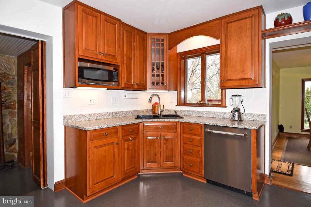 Kitchen with Cherry Cabinets - 2259 N WAKEFIELD ST, ARLINGTON