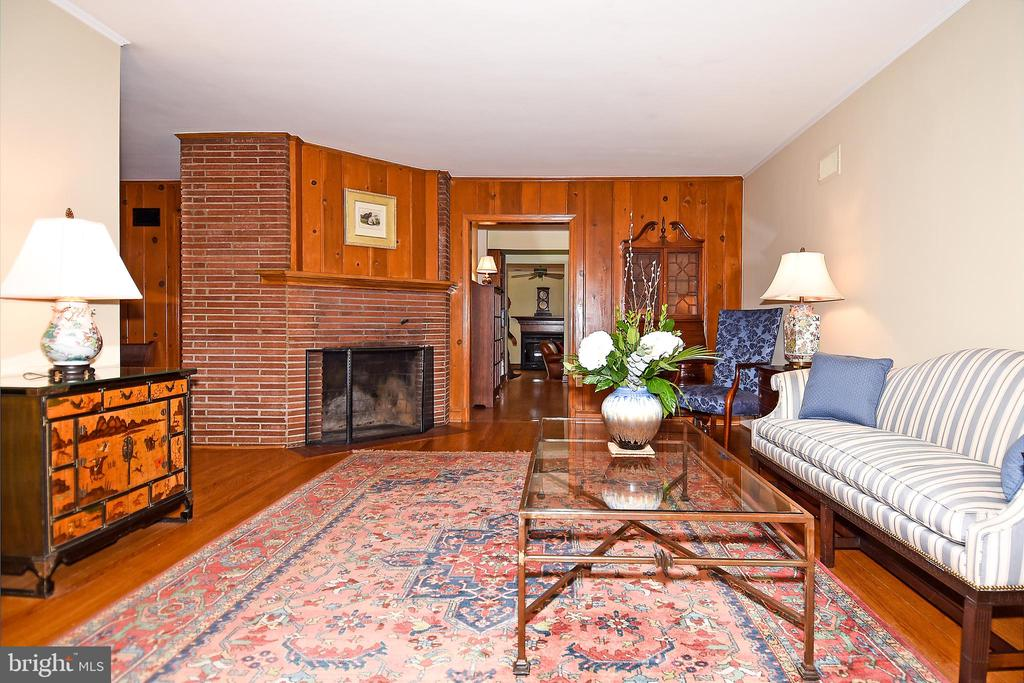 Living Room with Fireplace - 2259 N WAKEFIELD ST, ARLINGTON