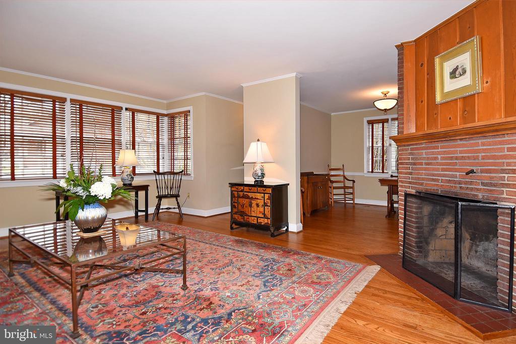 Living Room with lots of Windows - 2259 N WAKEFIELD ST, ARLINGTON