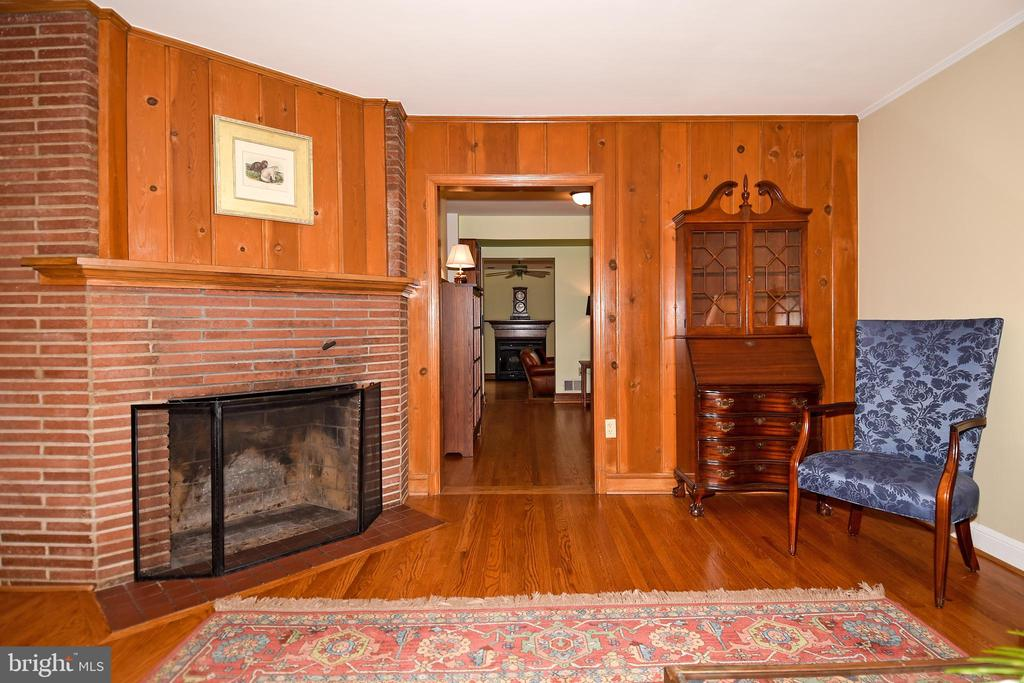 Living Room with views of Study to Family Room - 2259 N WAKEFIELD ST, ARLINGTON