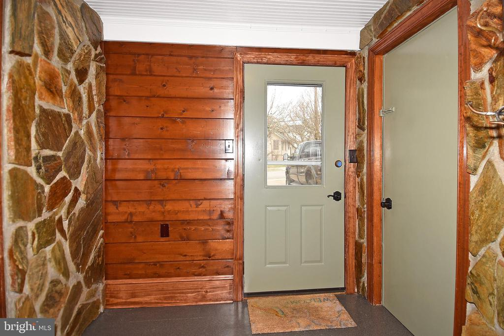 Mud Room - 2259 N WAKEFIELD ST, ARLINGTON