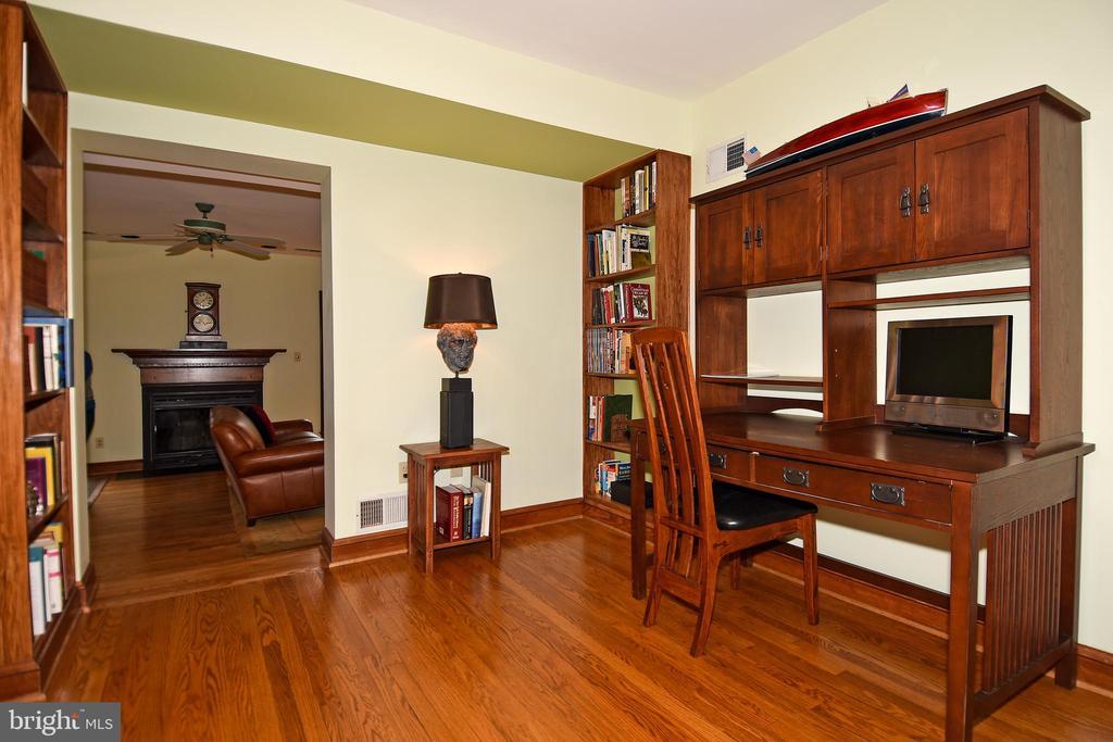 Study looking toward the Family Room - 2259 N WAKEFIELD ST, ARLINGTON