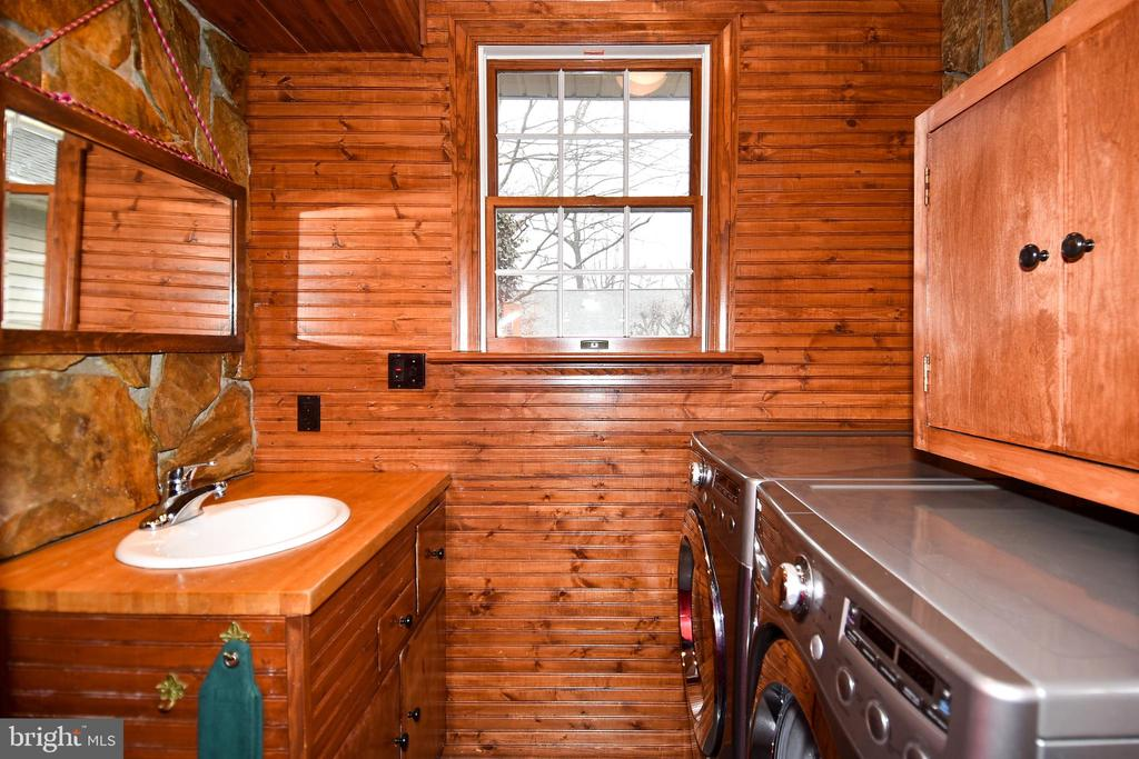 Half Bath and Laundry Room - 2259 N WAKEFIELD ST, ARLINGTON