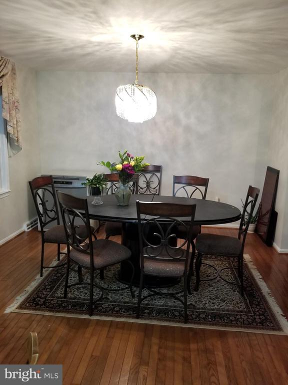 main dinning room - 9100 MEADOW RUE LN, ANNANDALE