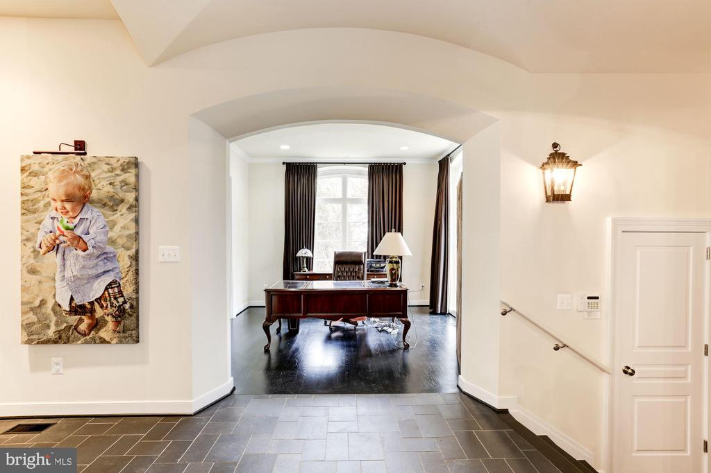 Main Level Office/ music room/ sitting room - 208 MCHENRY ST SE, VIENNA