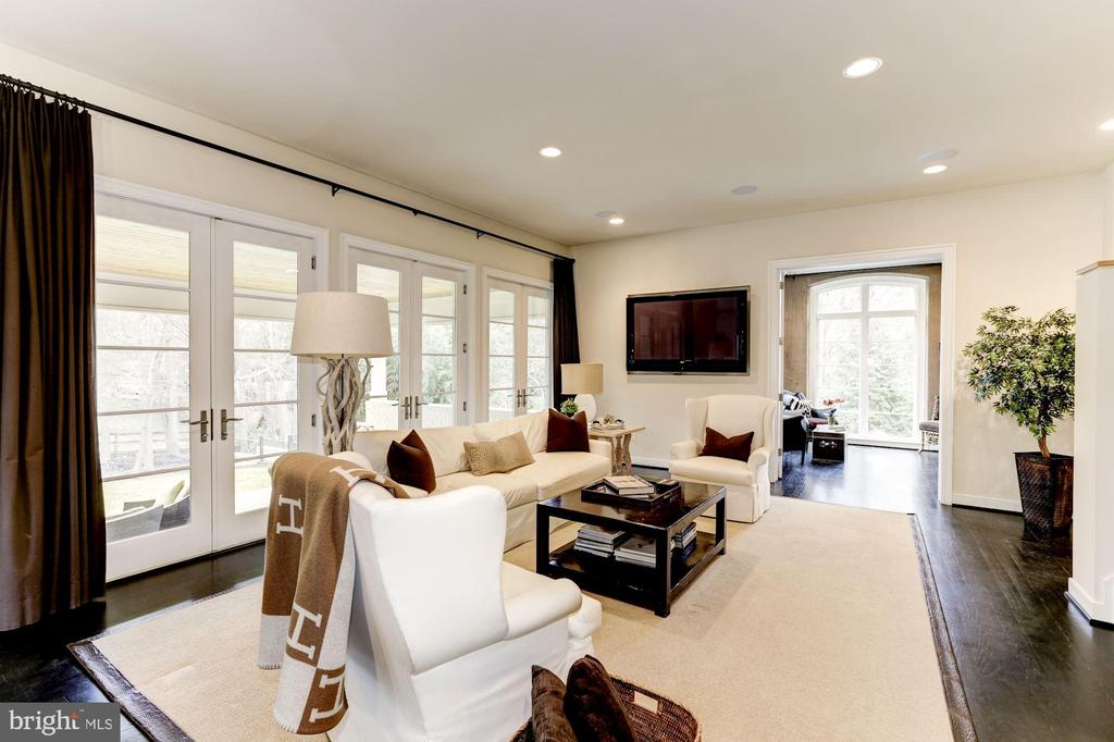 open and airy - 208 MCHENRY ST SE, VIENNA