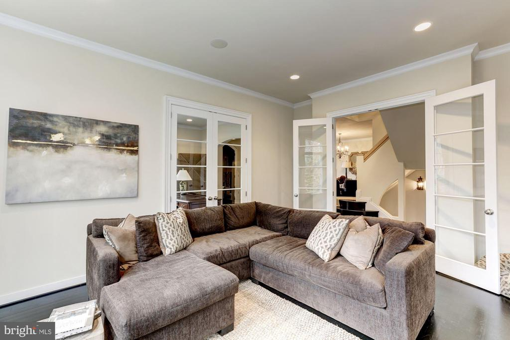 Family room with french doors - 208 MCHENRY ST SE, VIENNA