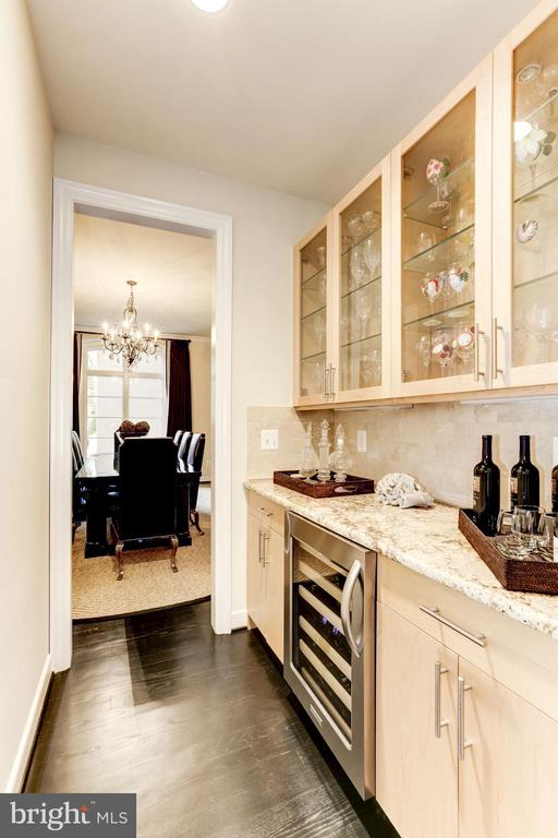 Butlers Pantry with wine refrigerator - 208 MCHENRY ST SE, VIENNA