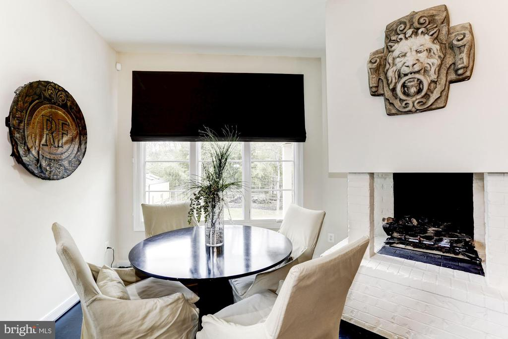 Eat in space with gas fireplace - 208 MCHENRY ST SE, VIENNA