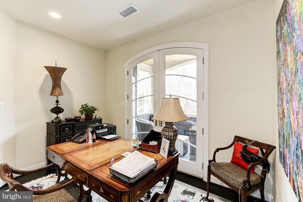 office with double doors to upper balcony - 208 MCHENRY ST SE, VIENNA