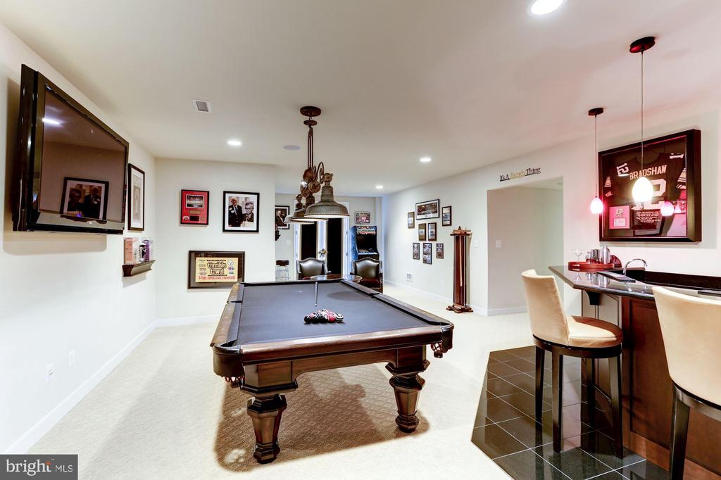Pool table with custom lighting - 208 MCHENRY ST SE, VIENNA