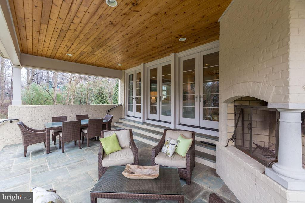 Rear patio with wood burning fireplace, cedar roof - 208 MCHENRY ST SE, VIENNA