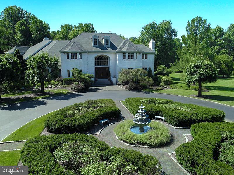 Enfamiljshus för Försäljning vid 750 COX Road Moorestown, New Jersey 08057 Förenta staternaI/Runt: Moorestown