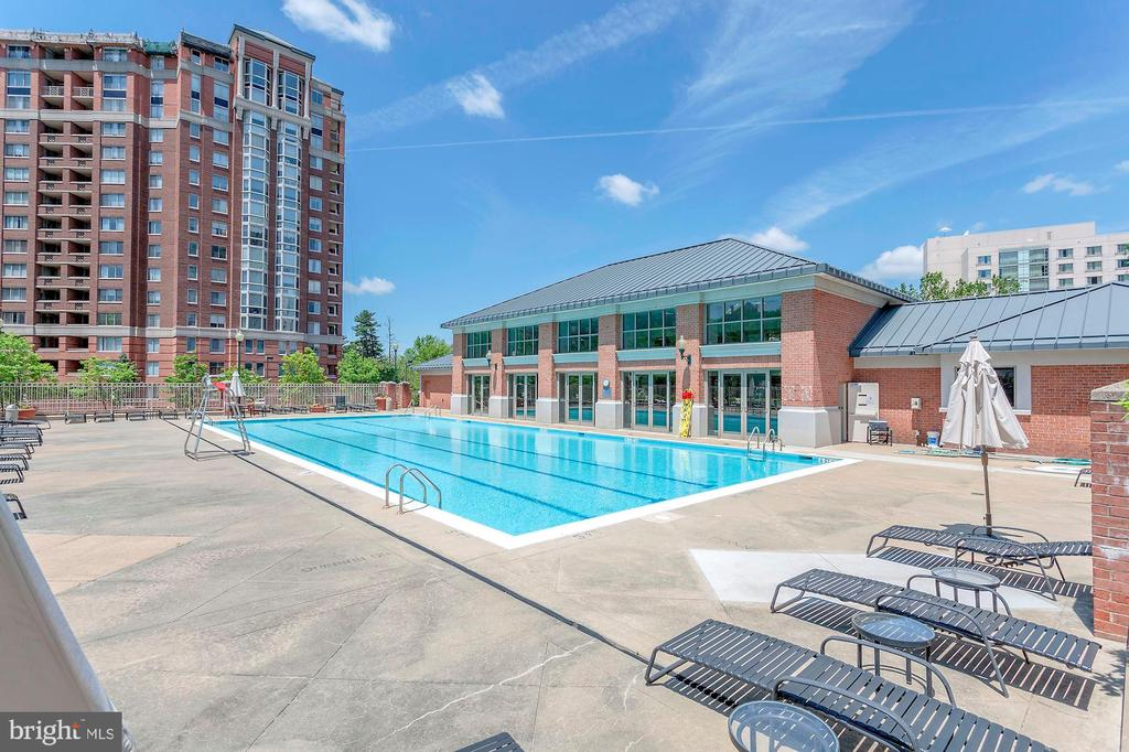 Outdoor Pool - 5809 NICHOLSON LN #811, ROCKVILLE
