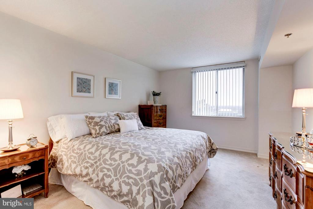 Master Bedroom - 5809 NICHOLSON LN #811, ROCKVILLE
