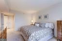 Master Bedroom w/Walk-In Closet - 5809 NICHOLSON LN #811, ROCKVILLE