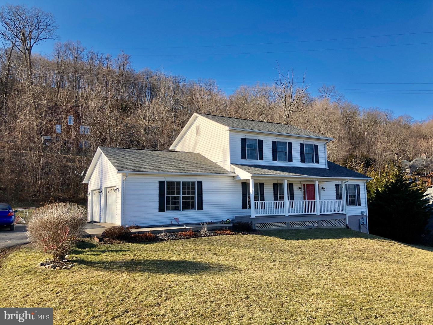 Single Family for Sale at 215 Southridge Dr Berkeley Springs, West Virginia 25411 United States