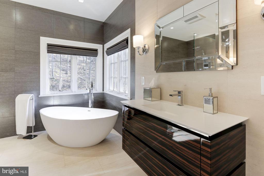 Porcelanosa Nature Stone - 1049 BROOK VALLEY LN, MCLEAN