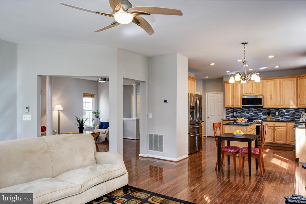 Open floorpan - 6857 ROLLING CREEK WAY, ALEXANDRIA