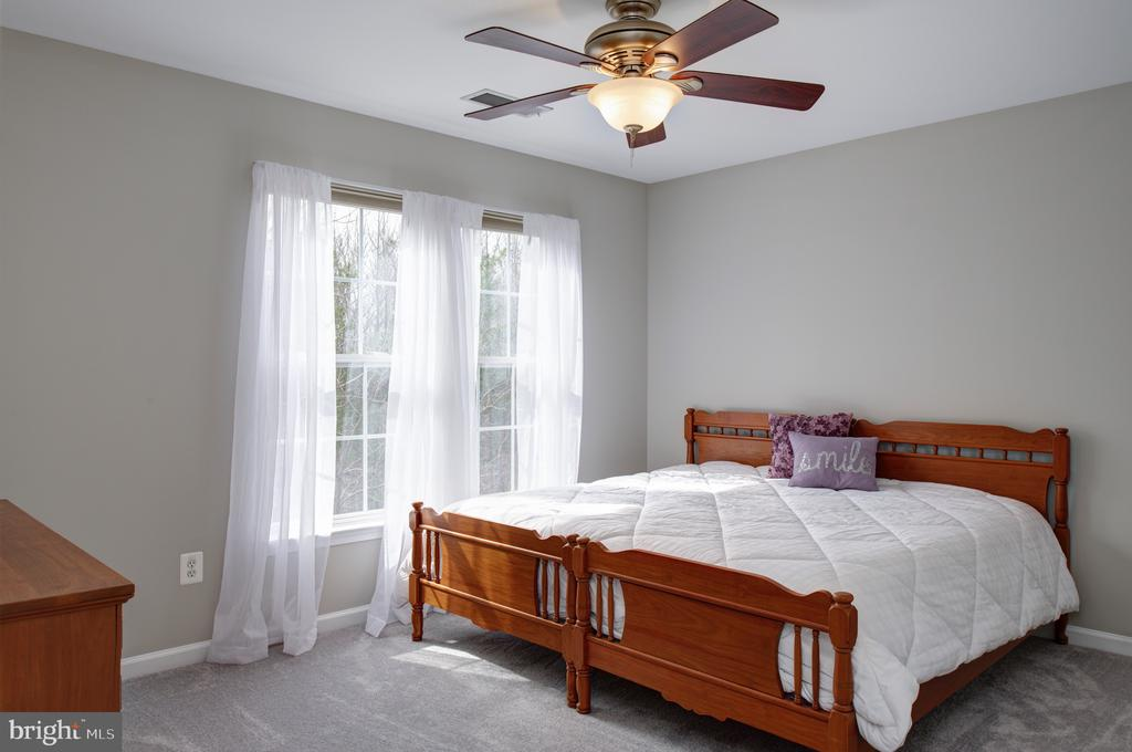 Sunny bedrooms - 6857 ROLLING CREEK WAY, ALEXANDRIA