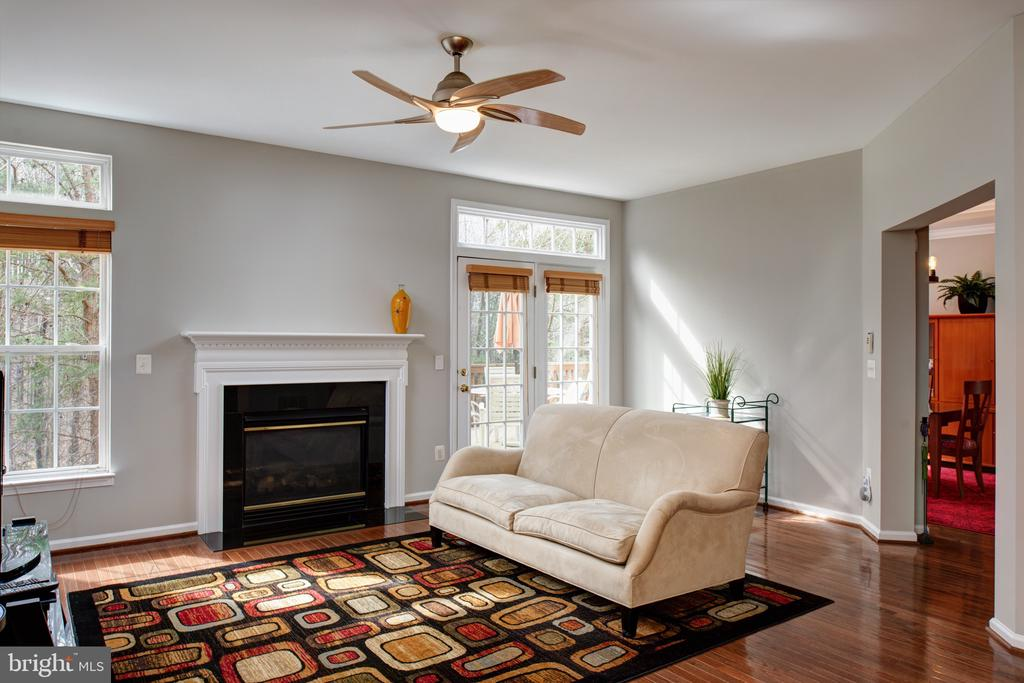 Spacious family room - 6857 ROLLING CREEK WAY, ALEXANDRIA