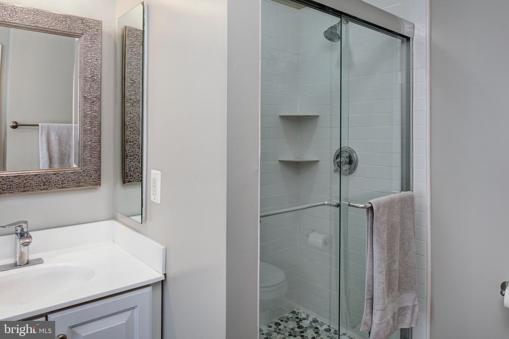 New shower & tile - 6857 ROLLING CREEK WAY, ALEXANDRIA