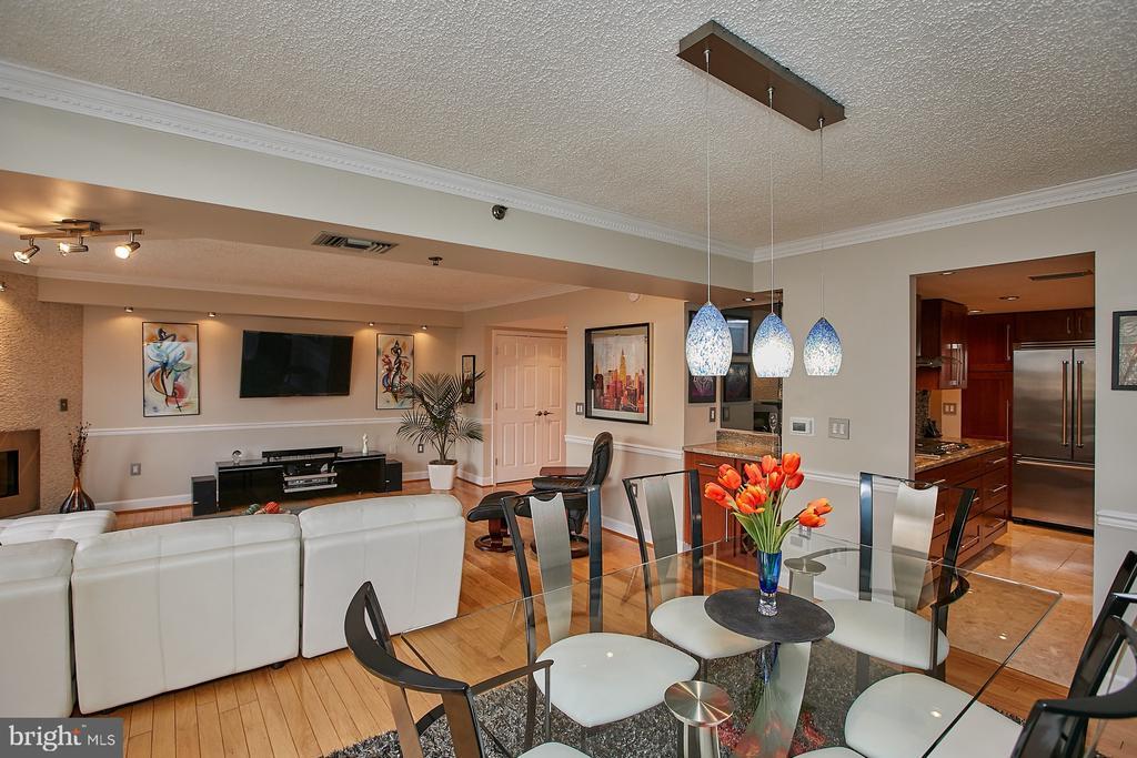 Large open living area - 1276 N WAYNE ST #418, ARLINGTON