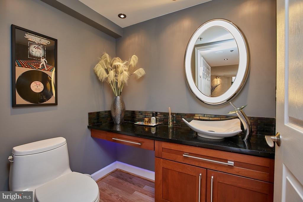 Renovated half bath on main level - 1276 N WAYNE ST #418, ARLINGTON