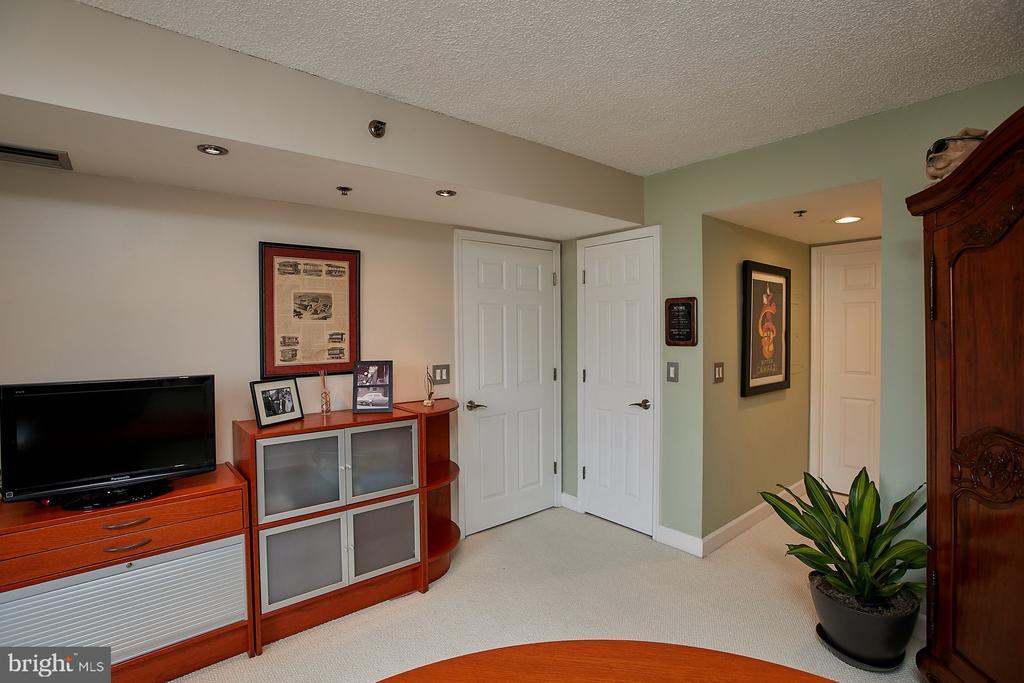 5 x 6 walk in closet - 1276 N WAYNE ST #418, ARLINGTON