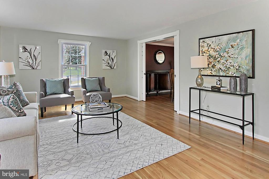 Living room - 8235 TOLL HOUSE RD, ANNANDALE