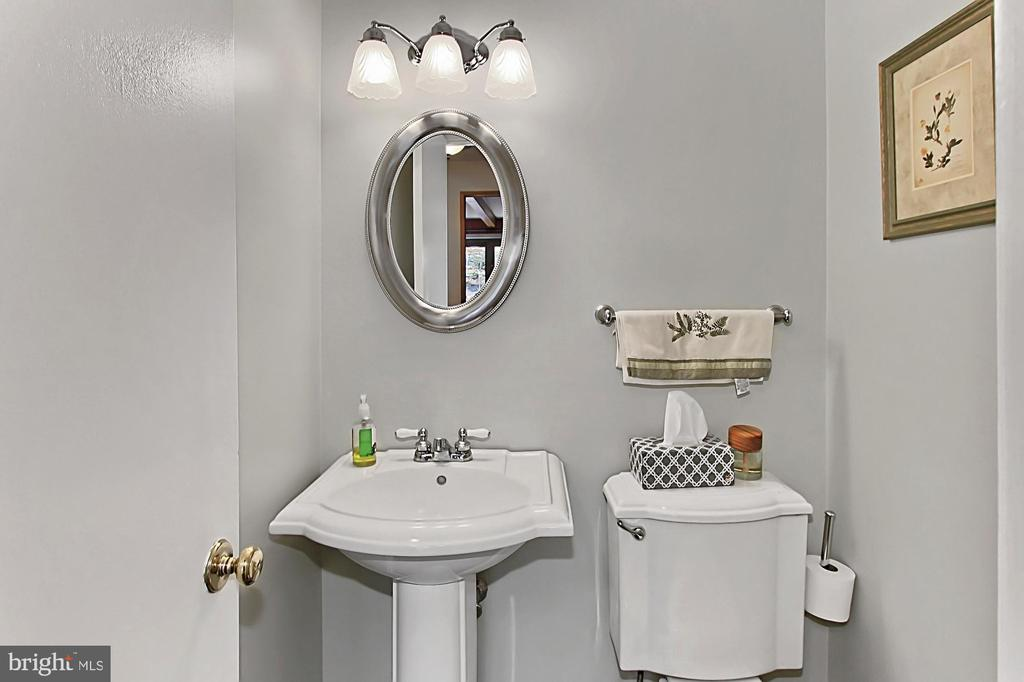 Main level powder room - 8235 TOLL HOUSE RD, ANNANDALE