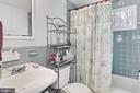 Upper hall bath - 8235 TOLL HOUSE RD, ANNANDALE