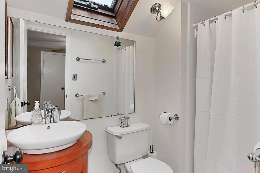 Master bath - 8235 TOLL HOUSE RD, ANNANDALE