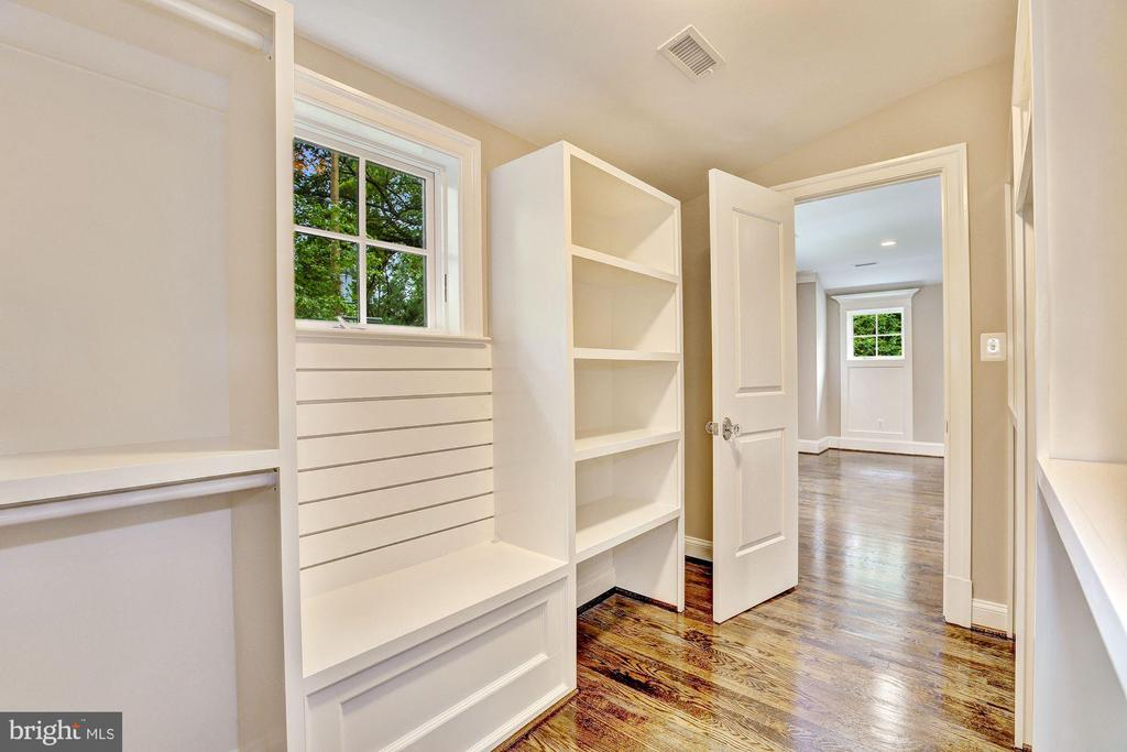 Master Walk-in His/Her Custom Closets - 12 HESKETH ST, CHEVY CHASE
