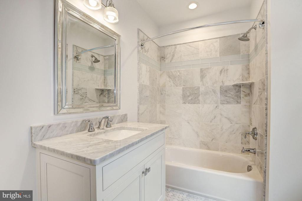 Ensuite Bath - 12 HESKETH ST, CHEVY CHASE