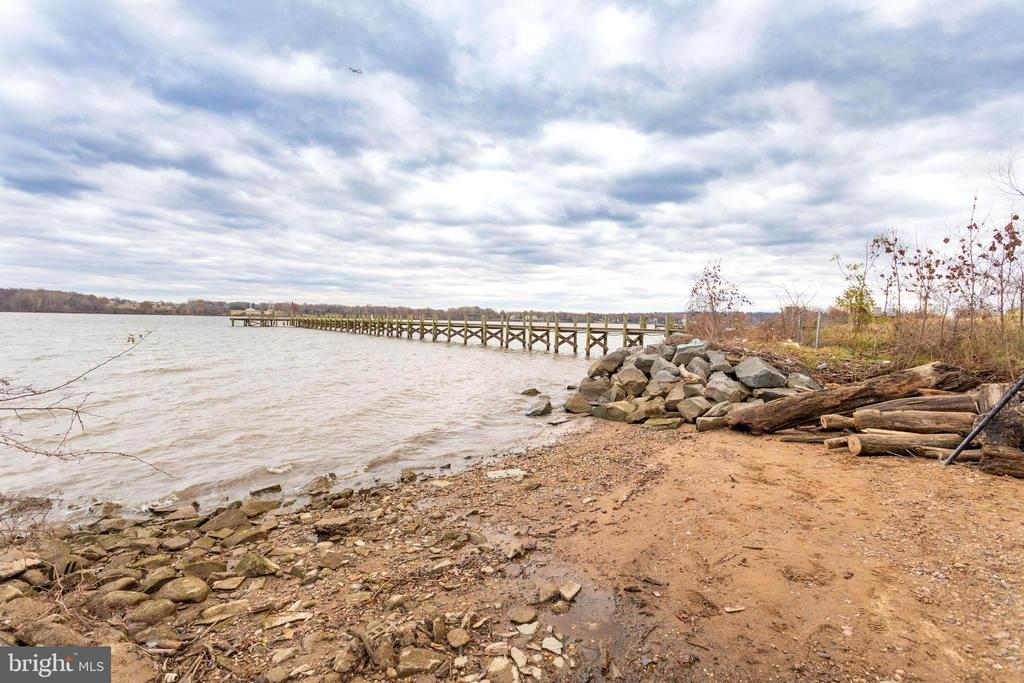 Your own 90 foot beach on the Potomac River. - 833 HERBERT SPRINGS RD, ALEXANDRIA