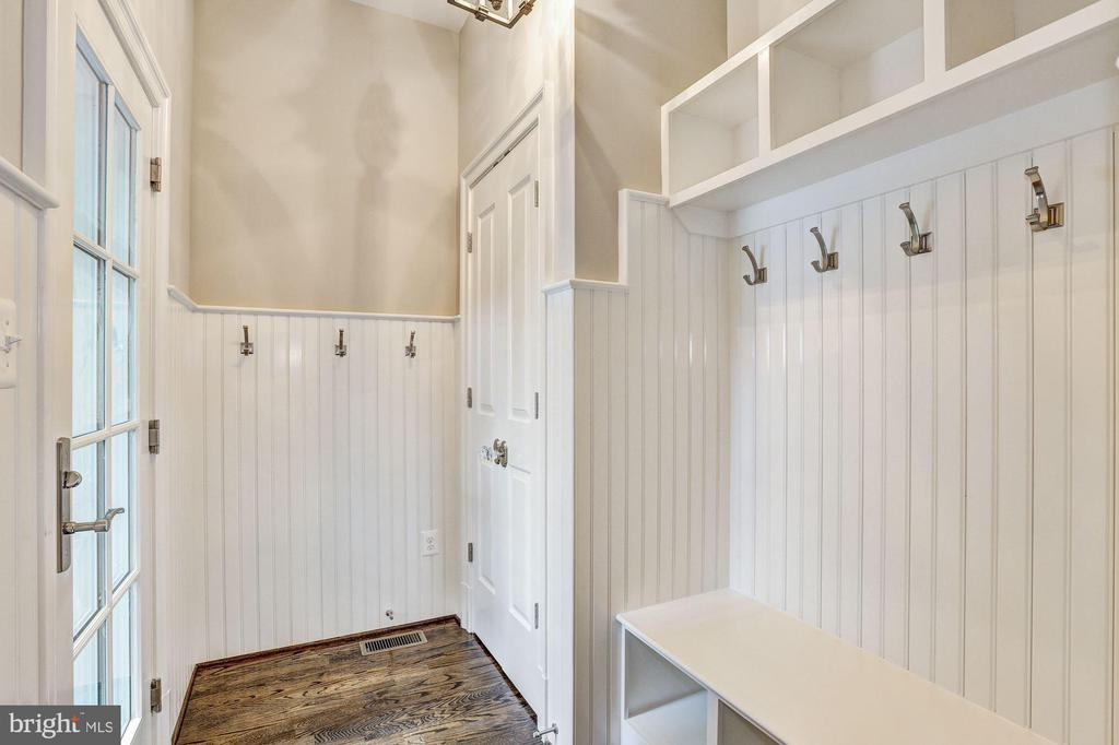 Mudroom - 12 HESKETH ST, CHEVY CHASE