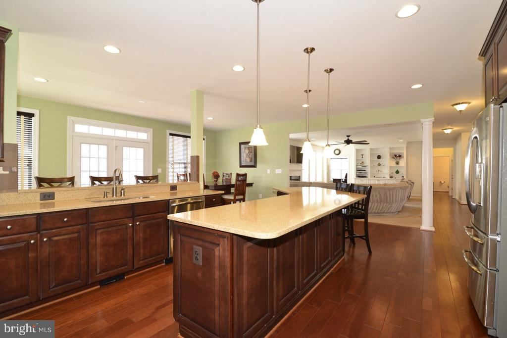 Upgraded Gourmet Kitchen - 22333 PASTURE ROSE PL, BROADLANDS